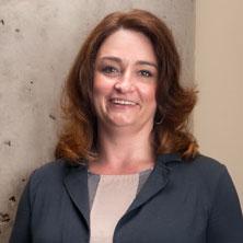 Melanie Hughes|Directrice principale des opérations